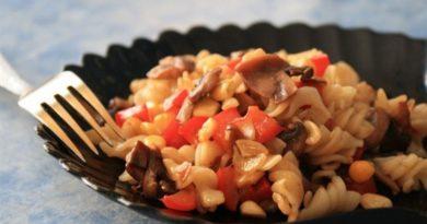 Паста с кукурузой и грибами
