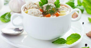 Суп с фрикадельками с куриным фаршем