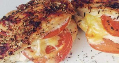Куриная грудка, запеченная с помидорами и сыром