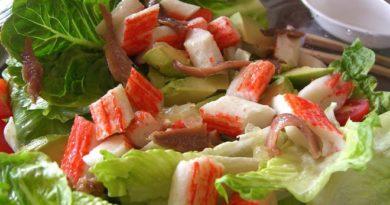 Салат из крабовых с авокадо