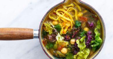 Суп с капустой и куркумой