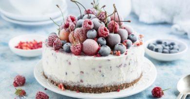 Йогуртовый пирог с ягодами