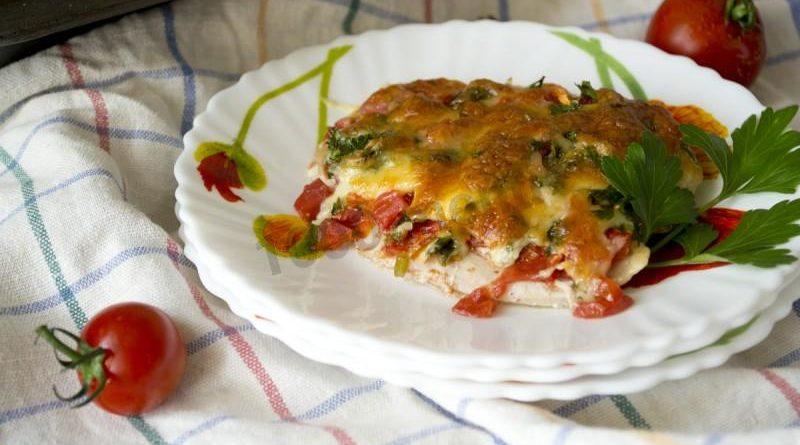 Отбивные с помидором и сыром в духовке