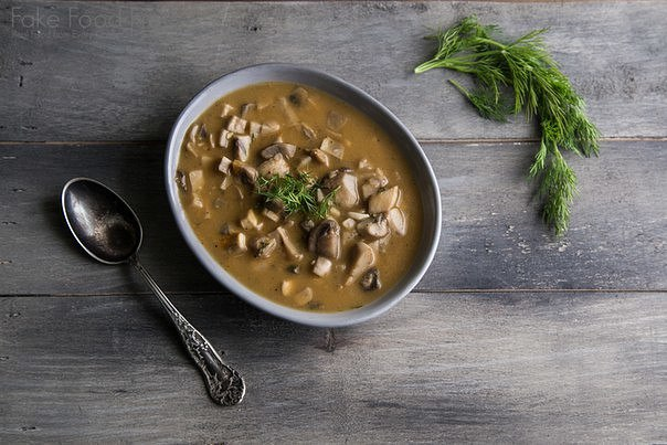 Простой грибной суп с укропом