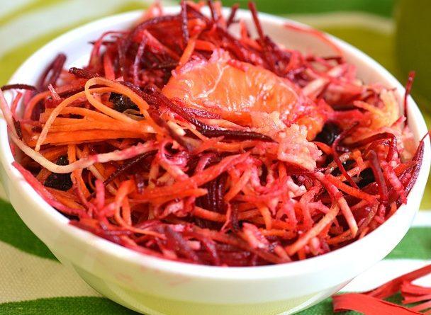 Витаминный салат со свеклой, яблоком и морковью