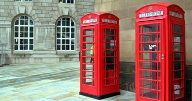 Пользуется ли кто-нибудь телефонными будками в Лондоне?