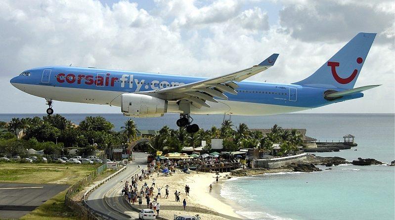 Низколетящие самолёты на пляже Махо-Бич
