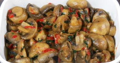 Тушеные грибы с чесноком