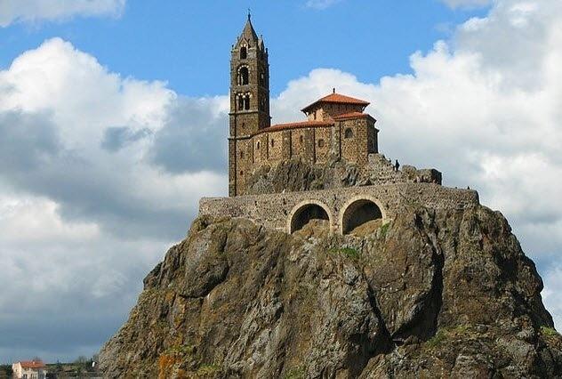10 самых необычных церквей в мире