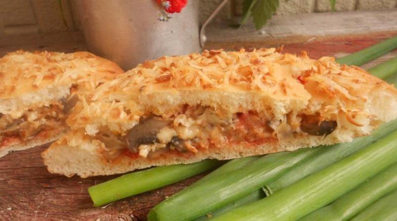 Пита с грибами, сыром и овощами
