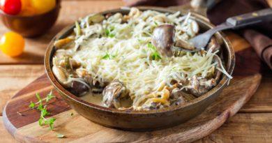 Говяжьи почки с грибами в сметанном соусе