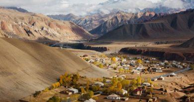Государство, раскинувшееся под Памирскими горами.