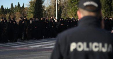 Недовольство в Черногории подавляется избиением священников
