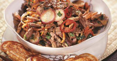 Соте из говядины с соевыми оладьями
