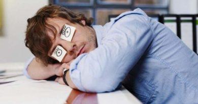 Учёные назвали самую вредную позу для сна