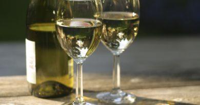 Белое сухое вино: польза и вред