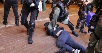 Полиция в Гонконге за три дня задержала свыше 300 протестующих