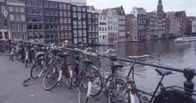 В Амстердаме власти выкупят долги молодежи
