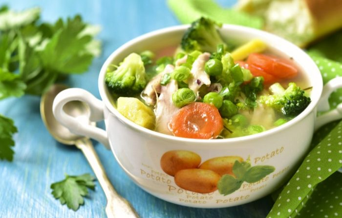 Легкий куриный суп с овощами