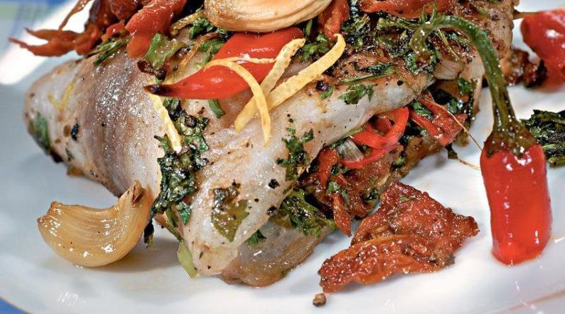 Рыба с вялeными томaтaми
