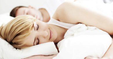 Ученые объяснили, почему нужно спать на левом боку