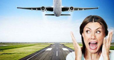 Экстремальный аттракцион позволяет людям побывать в падающем самолете