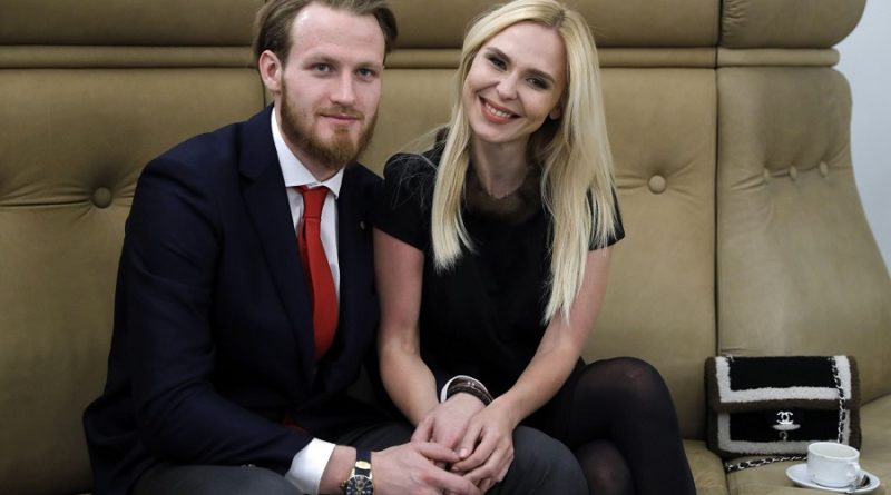 33-летняя певица Пелагея рассталась с 27-летним хоккеистом Иваном Телегиным