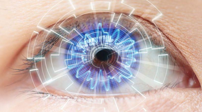 Изобретены контактные линзы с экранами, как в фильмах про супер героев