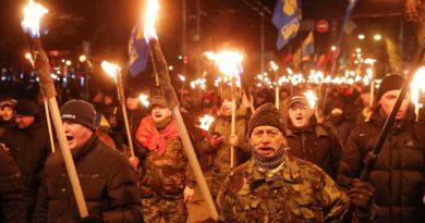 Варшаву возмутило шествие по Крещатику