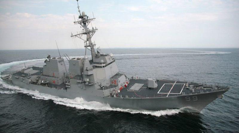 Эсминец США нарушил правила судовождения