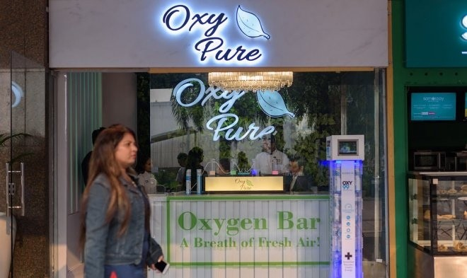 Из-за катастрофически грязного воздуха в Индии, открываются кислородные бары