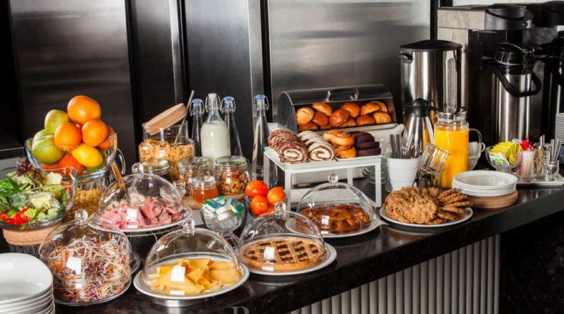 """Как правильно использовать """"шведский стол"""", чтобы не выглядеть невежей?"""