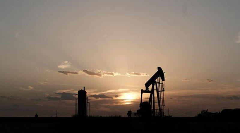 Недельные запасы сырой нефти в США впервые увеличились за 4 недели