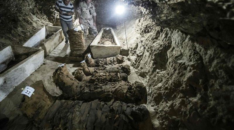 Египетские археологи обнаружили новые гробницы фараонов, усыпанные золотом