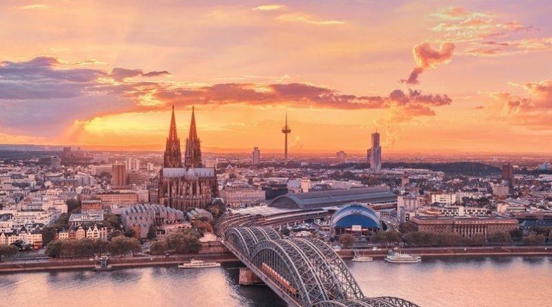 Занимает третье место в списке самых высоких церквей мира..
