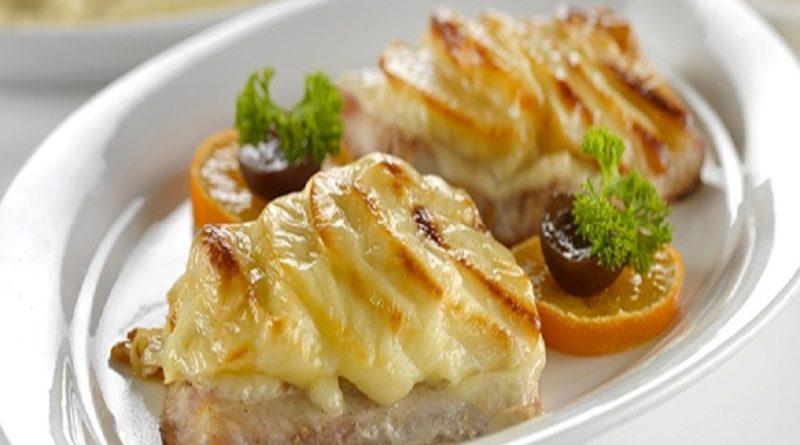 Минтай с картошкой под сливочным соусом