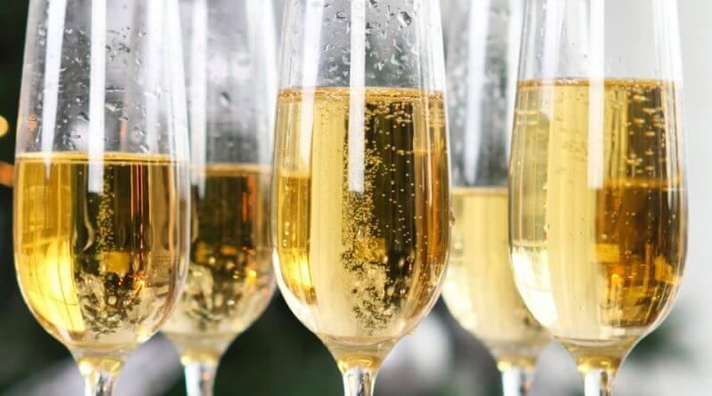 Почему на Украине запретили шампанское и коньяк?