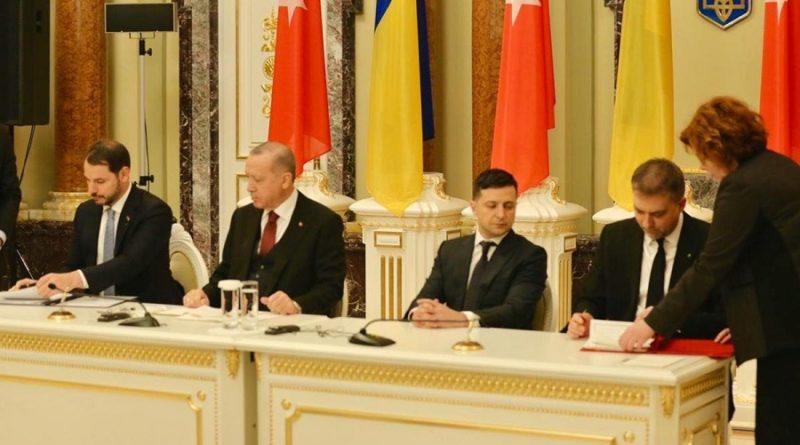 Турецкий лидер нанес демонстративный визит в Киев