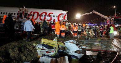 Число погибших при жесткой посадке самолета в Стамбуле выросло до трех