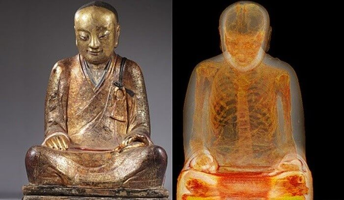 10 странных вещей, которые были найдены внутри статуй