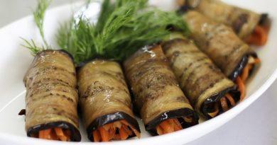 Рулетики из баклажан с корейской морковью
