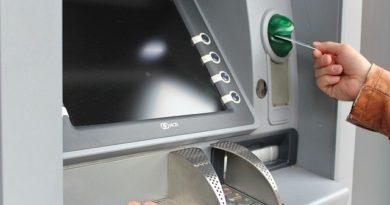 С 28 марта действует новое правило при снятии наличных в банкоматах