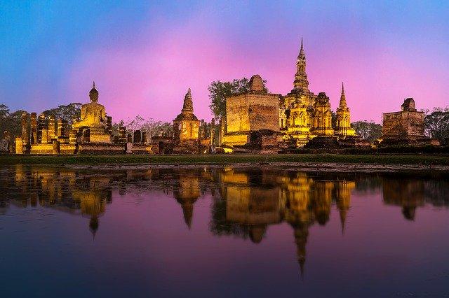 Таиланд полностью закрывает свои границы