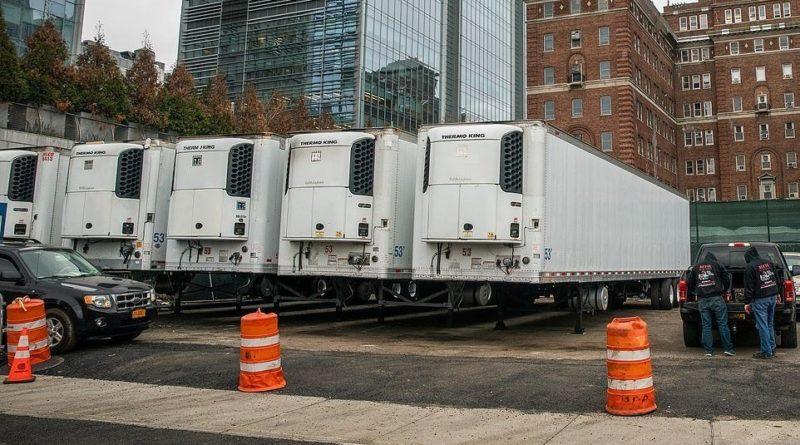 В Нью-Йорке задействовали мобильные морги