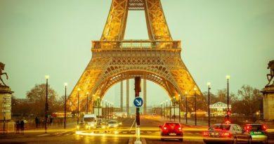 Франция продлевает карантин на месяц