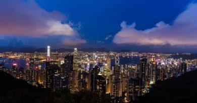 Гонконг: туристов в отеле обслуживает робот