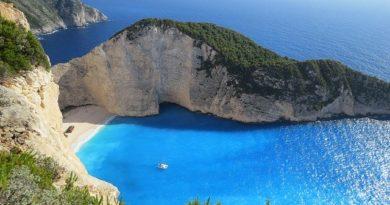 Греция планирует принимать туристов с июля этого года