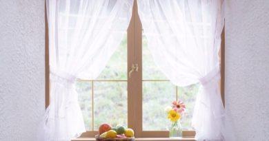 Как отстирать от жирных пятен кухонные шторы: только проверенные способы