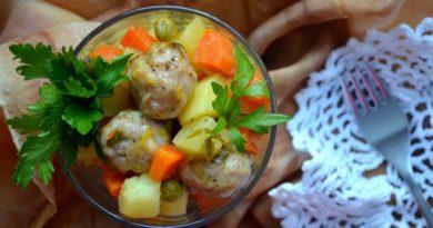 Овощное рагу с куриными шариками
