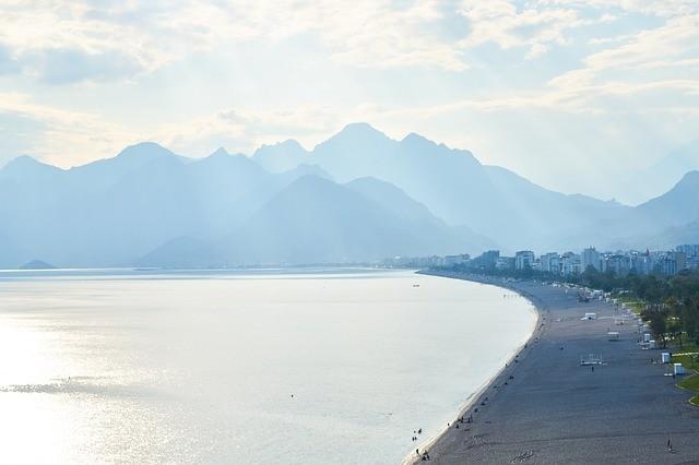 Анталия открывает самый популярный в городе пляж
